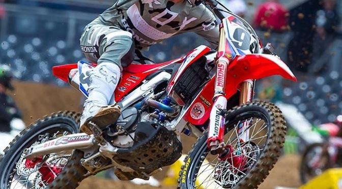 Ken Roczen se lesiona em San Diego