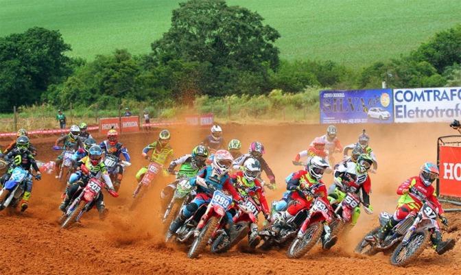 Chuva e muita emoção marcam o segundo dia do Brasileiro de Motocross no Paraná