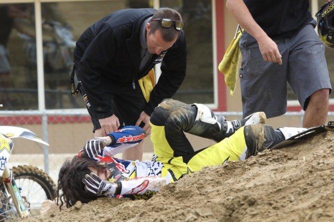 Jason Anderson se lesiona treinando em Glen Helen