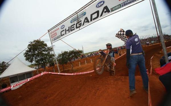 Reviravoltas e muita ventania marcaram a 4ªetapa do Brasileiro de Motocross