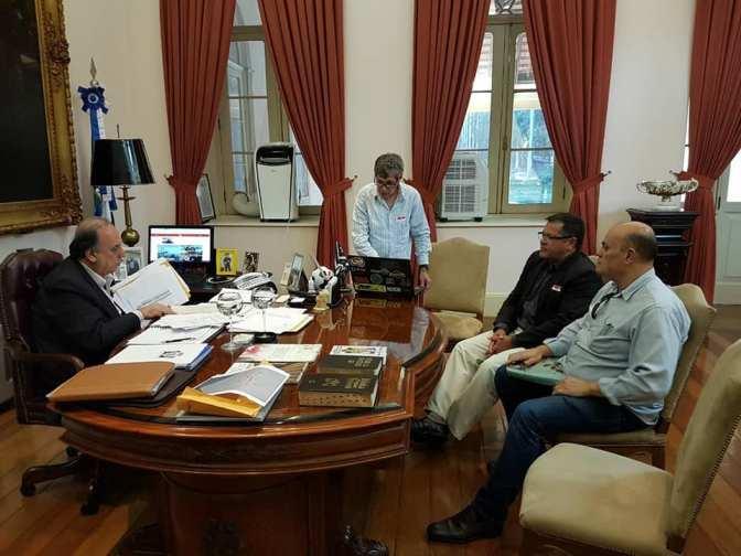 Representantes do motocross friburguense se reúnem com governador do Rio de Janeiro