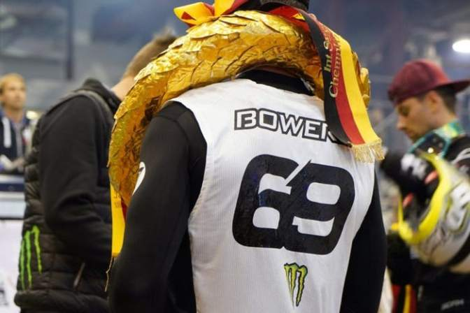 Tyler Bowers é coroado Rei de Chemnitz