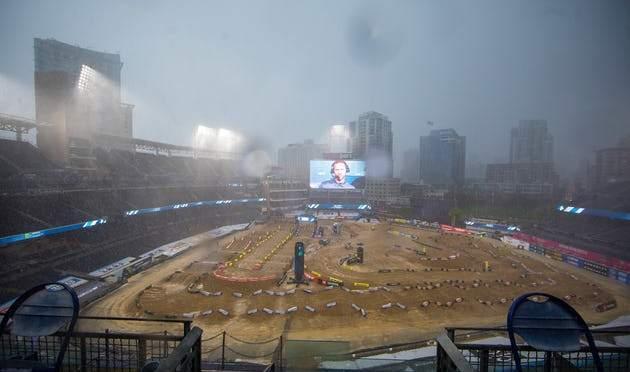 A Feld Entertainment comenta as condições da pista em San Diego