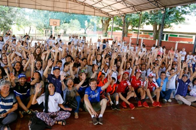Ação social da CBM reúne pilotos e cerca de 360 crianças em escola de MG