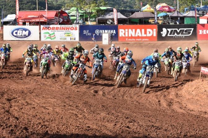 Gates lotados marcam o primeiro dia da 2ª etapa do Brasileiro de Motocross em Morrinhos (GO)